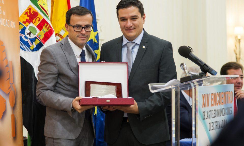 El premio a la mejor iniciativa innovadora lo recibió el Ayuntamiento de Villanueva de la Serena por su proyecto de smartcity, destacando la importancia del papel de nuestro asociado Ángel Guerrero en su evolución